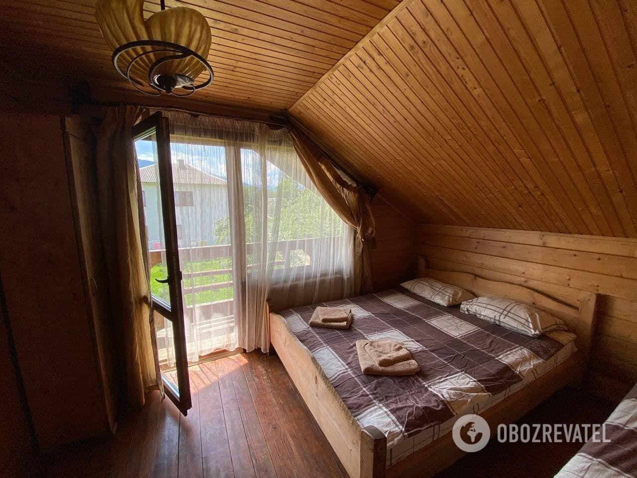 За 300 грн у номері вже буде свій туалет і балкон з видом на гори