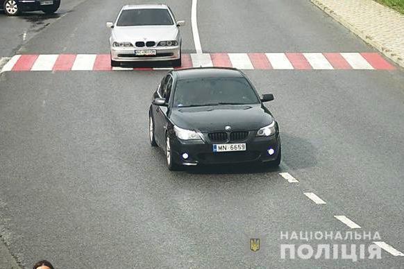 BMW Казьминых заметили на Житомирской трассе