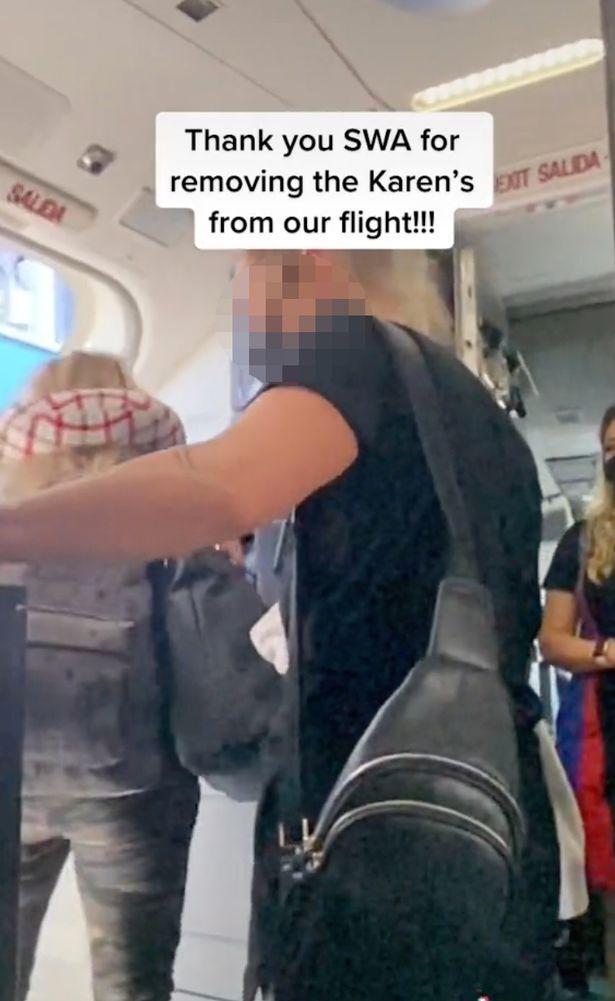 Мама з дочкою сварилися з пасажирами