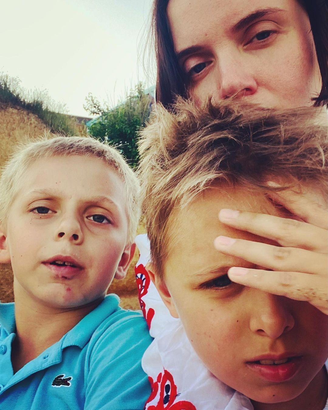 Яніна Соколова з синами