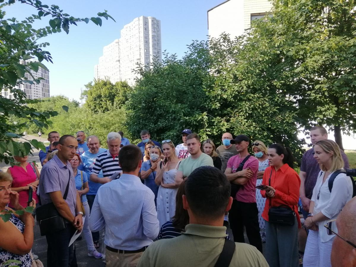 В совещании приняли участие представители профильных департаментов и депутаты