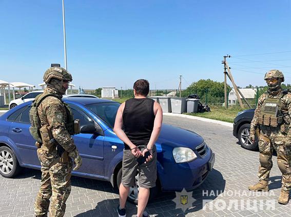 """У Києві затримали шахраїв, які обіцяли допомогти """"призначити"""" губернатора."""