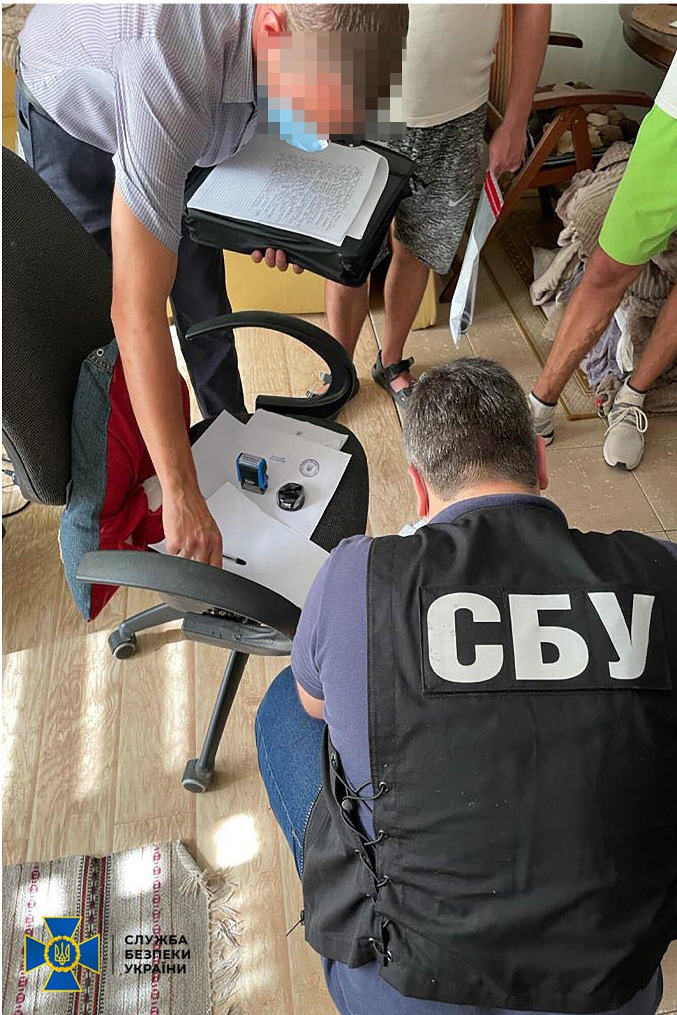 Правоохоронці проводять перевірку.