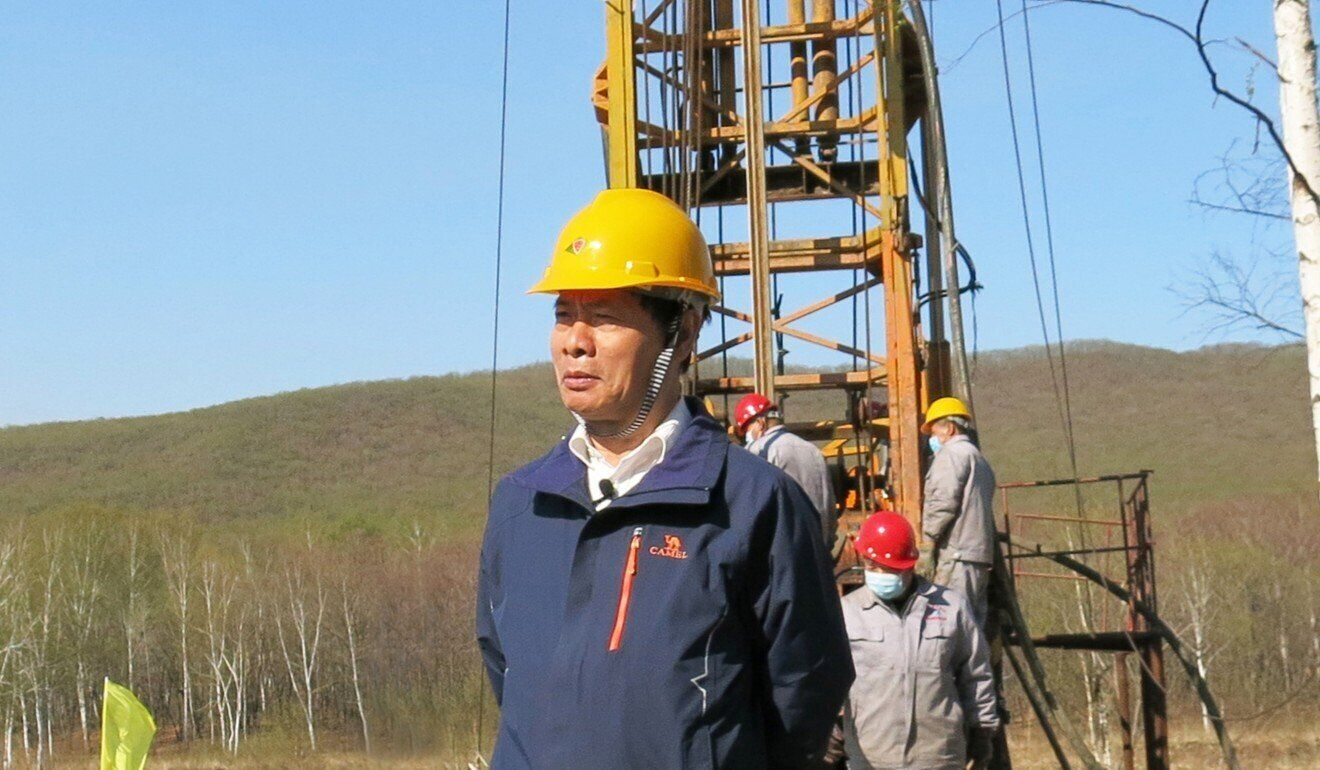 Профессор Чен Мин на месте бурения кратера Илань