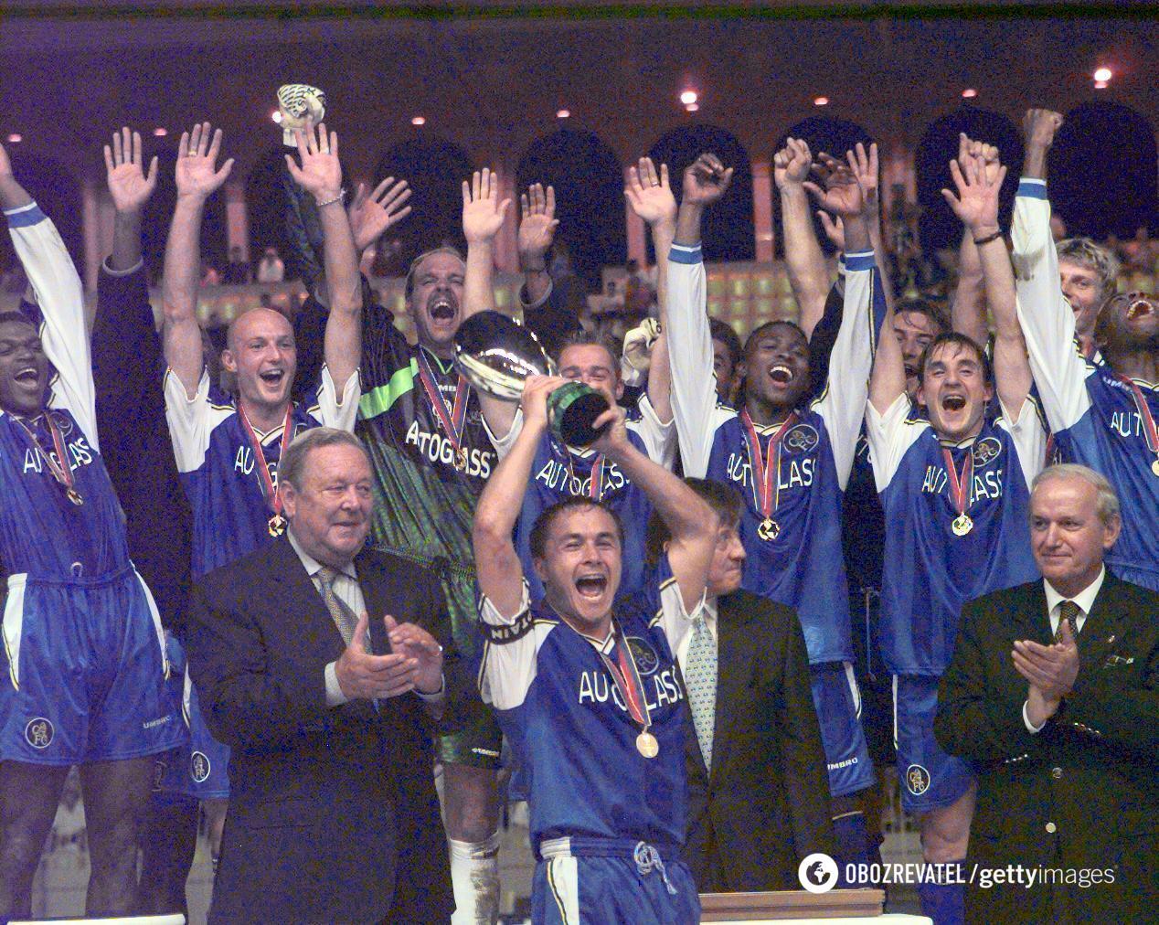 Челсі з Суперкубком УЄФА в 1998 році