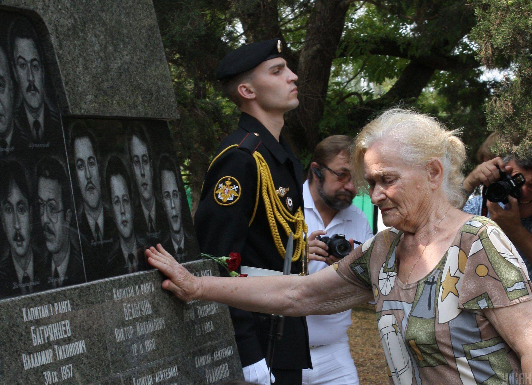 """Пам'ятник загиблим підводникам """"Курська"""" в Севастополі, 12 серпня 2011 року"""