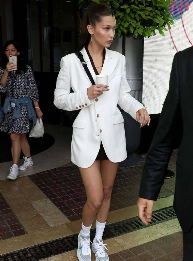 Белла Хадид появилась в Каннах в пиджаке украинского бренда Flow the Label