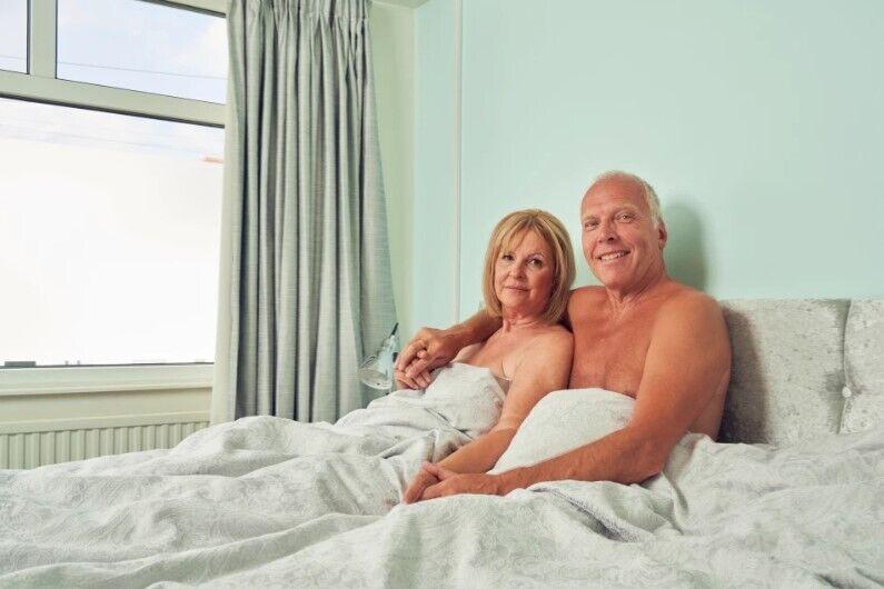 62-летняя Сиан Дэвис со своим мужем.