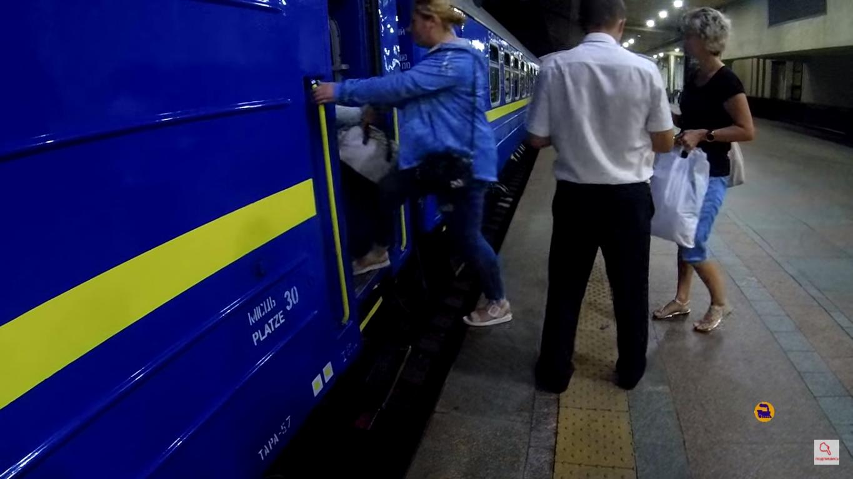 Не всем пассажирам было удобно заходить в вагон