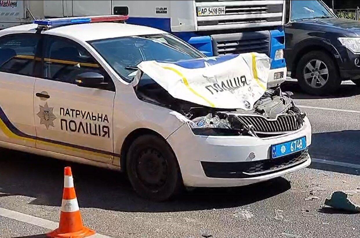 В результате аварии пострадал полицейский.
