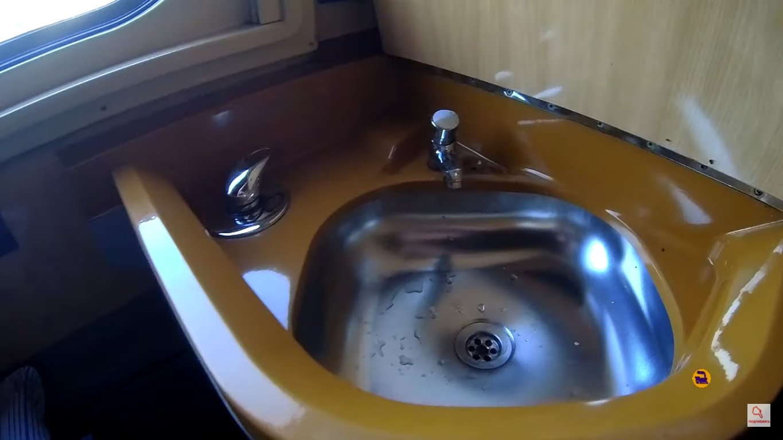 Водой можно пользоваться прямо в купе