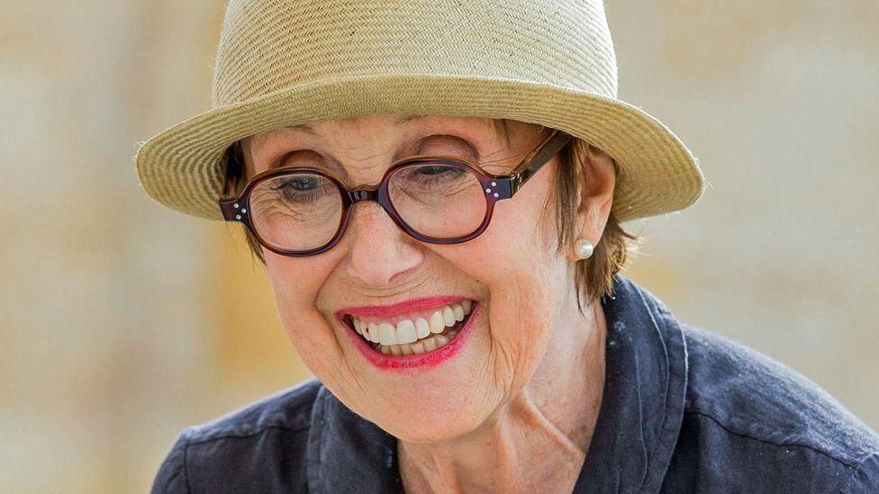 Актриса Уна Стаббс умерла.