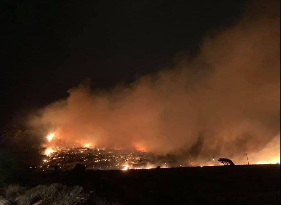 В Греции вспыхнули сотни лесных пожаров.