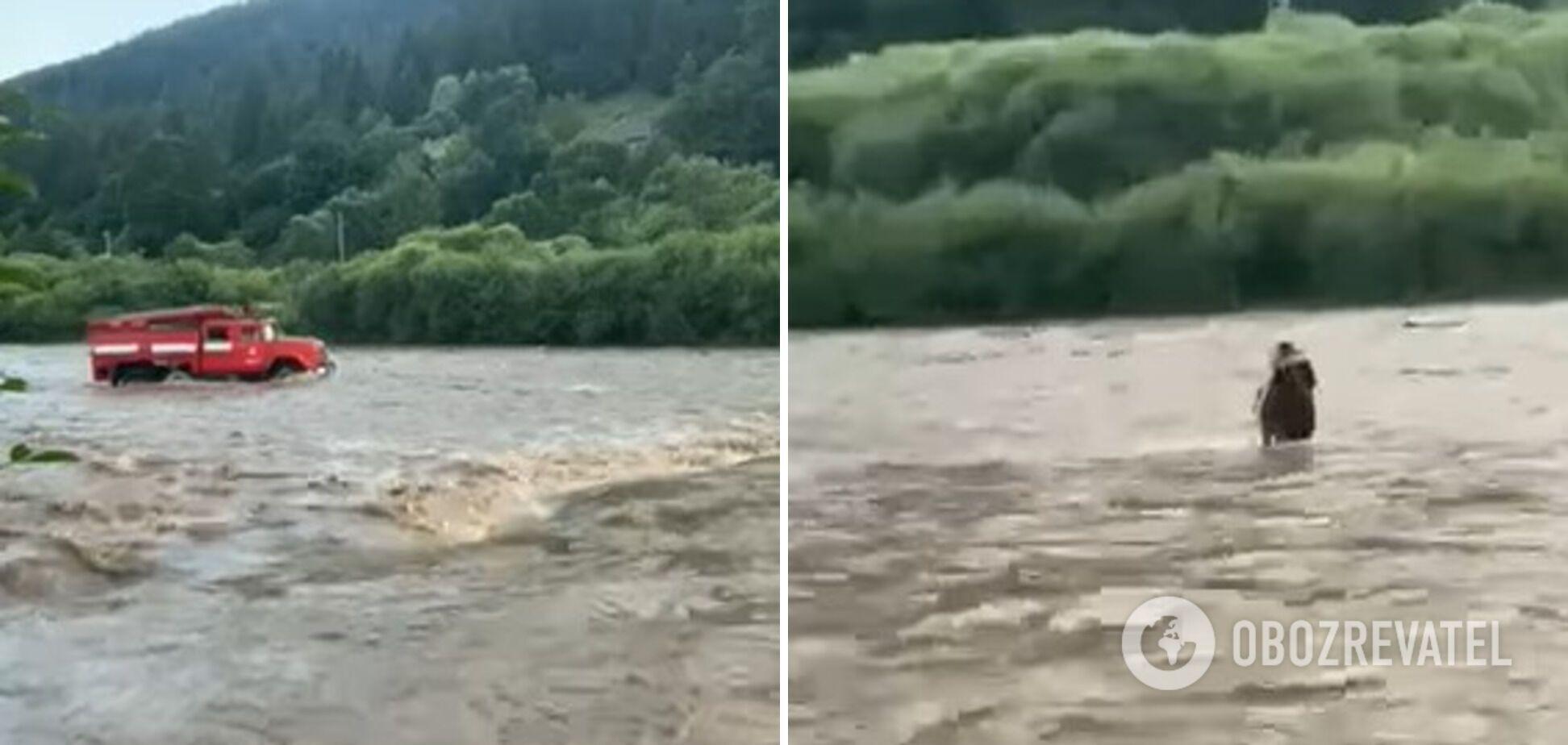 Спасение детей, оказавшихся в ловушке среди бурной реки