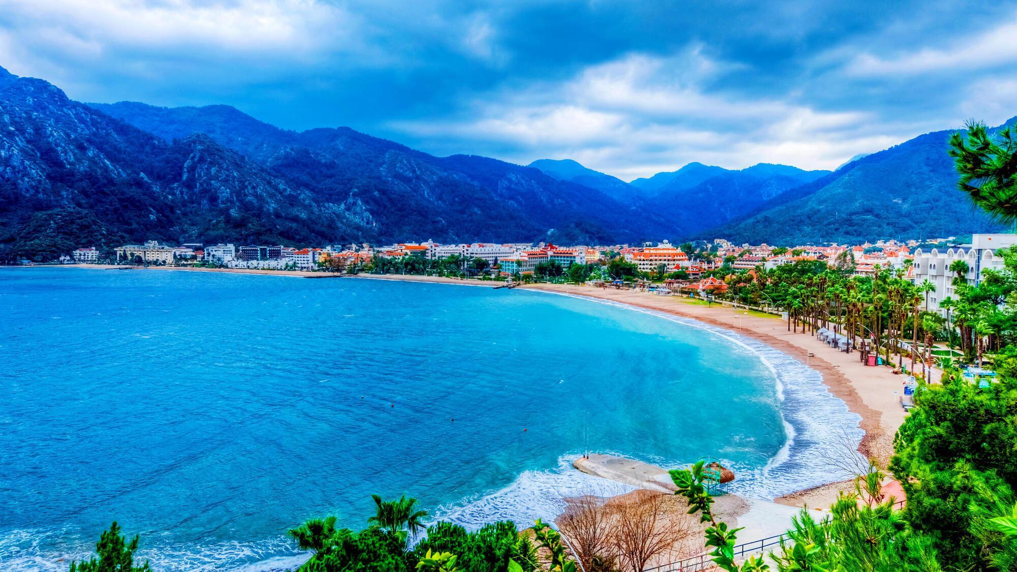 Городской пляж в Мармарисе занимает площадь 12 км