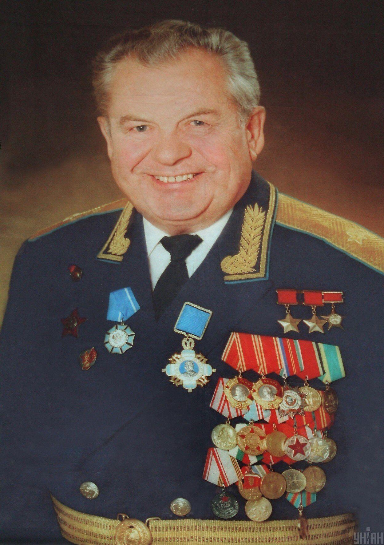 С 1993 года Павел Попович – генерал-майор авиации в запасе