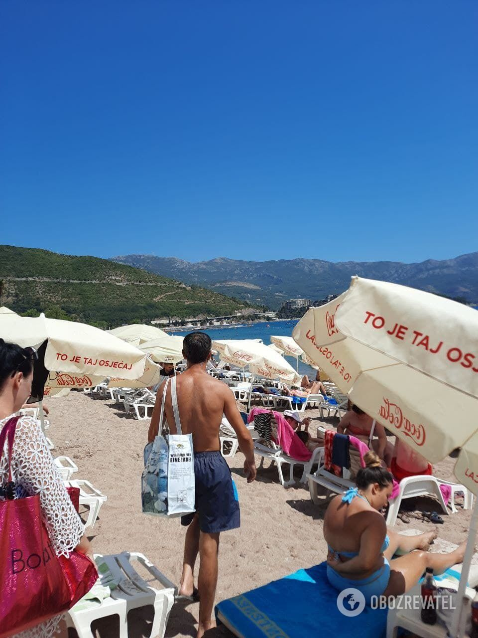 Туристи відпочивають у Чорногорії