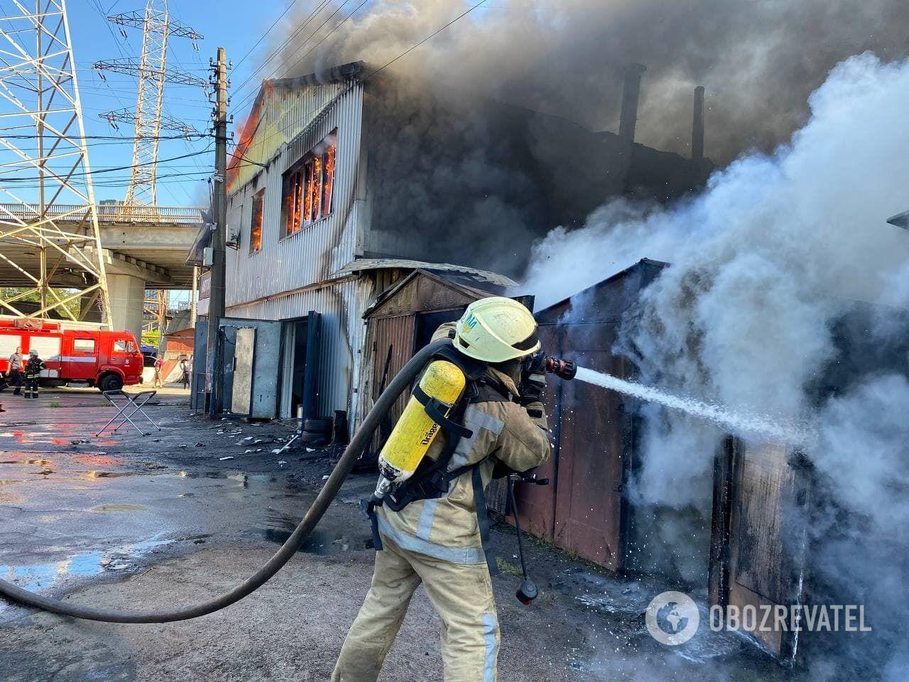 На місце події викликали пожежників.