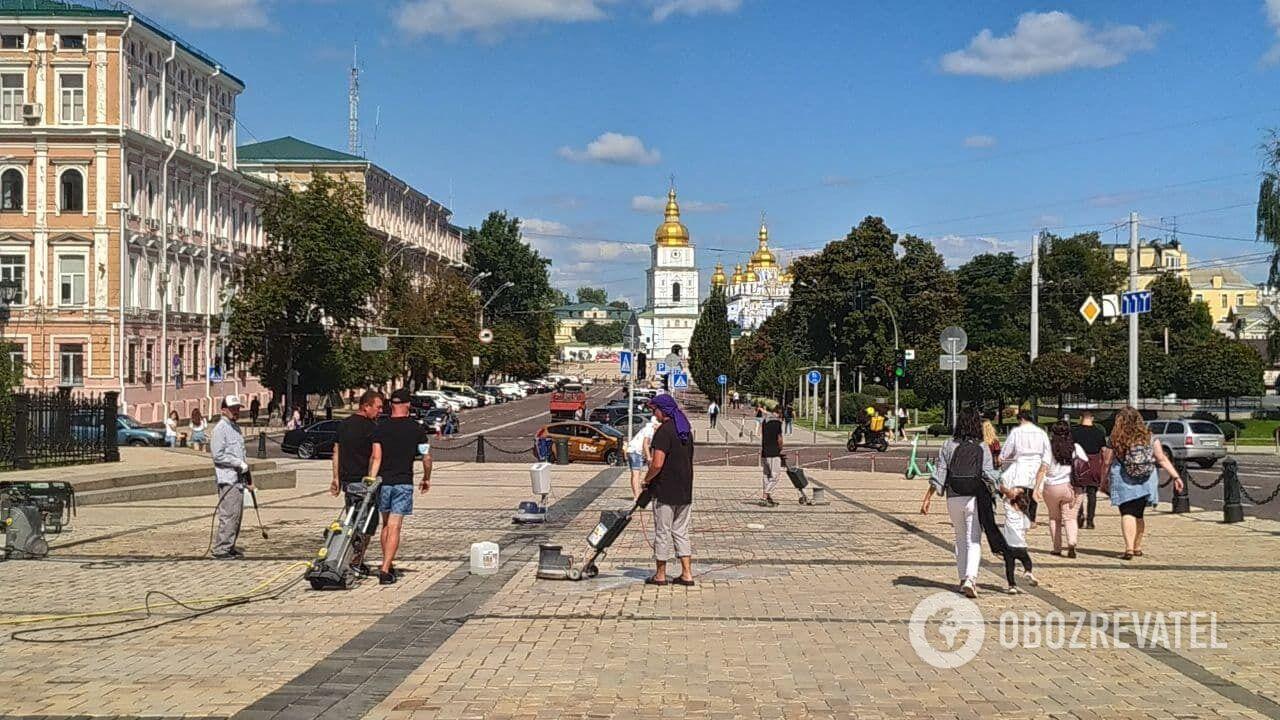 Уборка Софийской площади.
