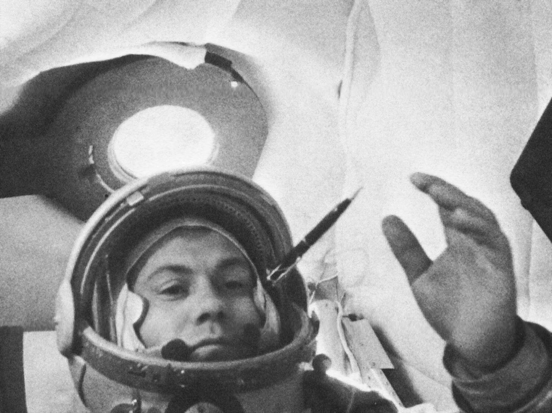 "На орбите Попович спел ""Дивлюсь я на небо та й думку гадаю"""