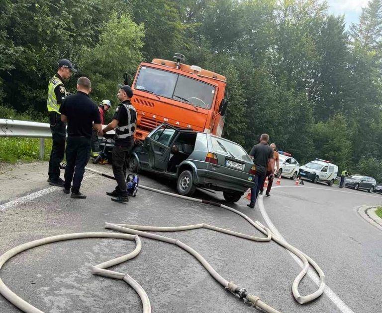 В ДТП погибли водитель и пассажир легкового автомобиля
