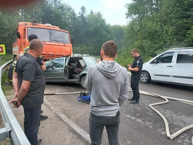 Volkswagen Golf 2 врезался в КамАЗ