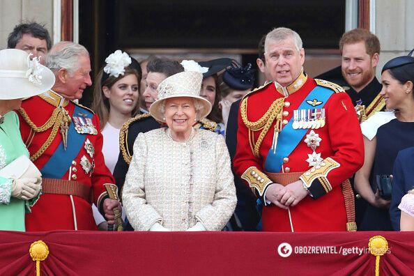 Королівська родина на торжестві.