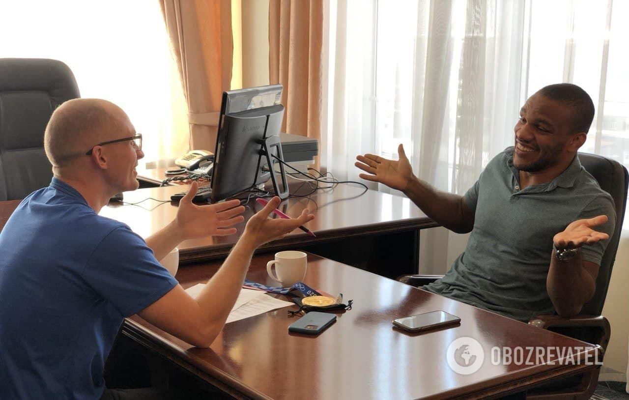 Жан Беленюк під час інтерв'ю.