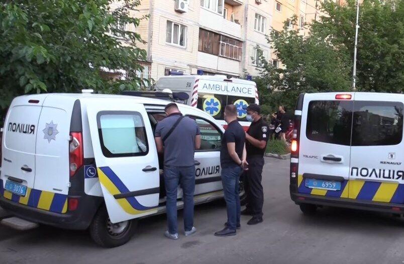 Полиция возле дома на Оболонском проспекте в Киеве, где произошло убийство Татьяны Осадчей (Балашовой).