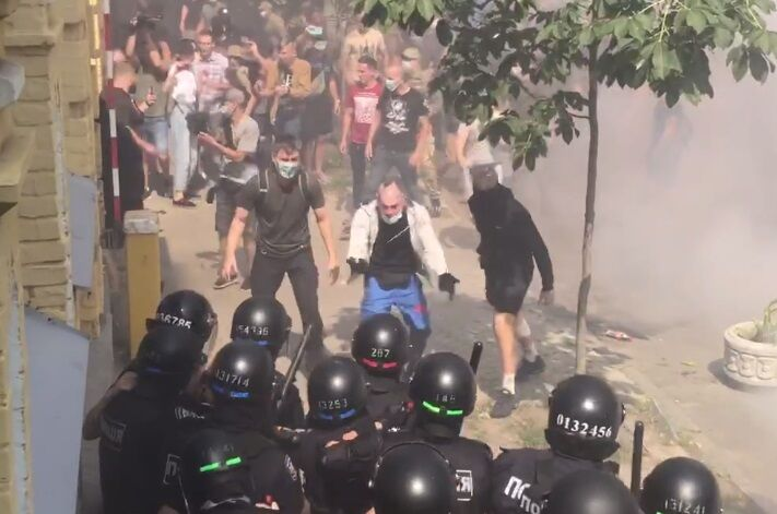 Митингующие провоцировали силовиков.