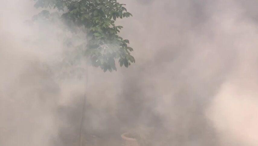 Банковую заволокло дымом.