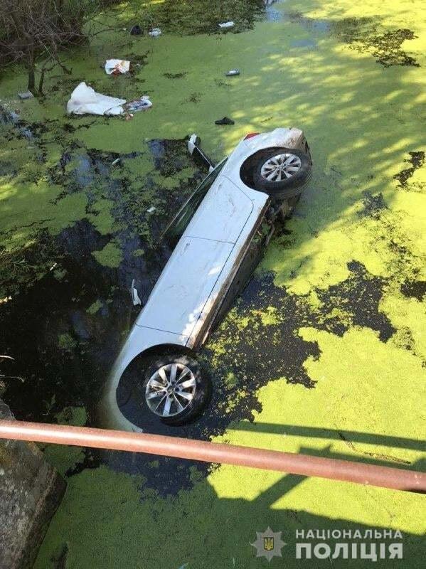 Fiat злетів із дамби в річку