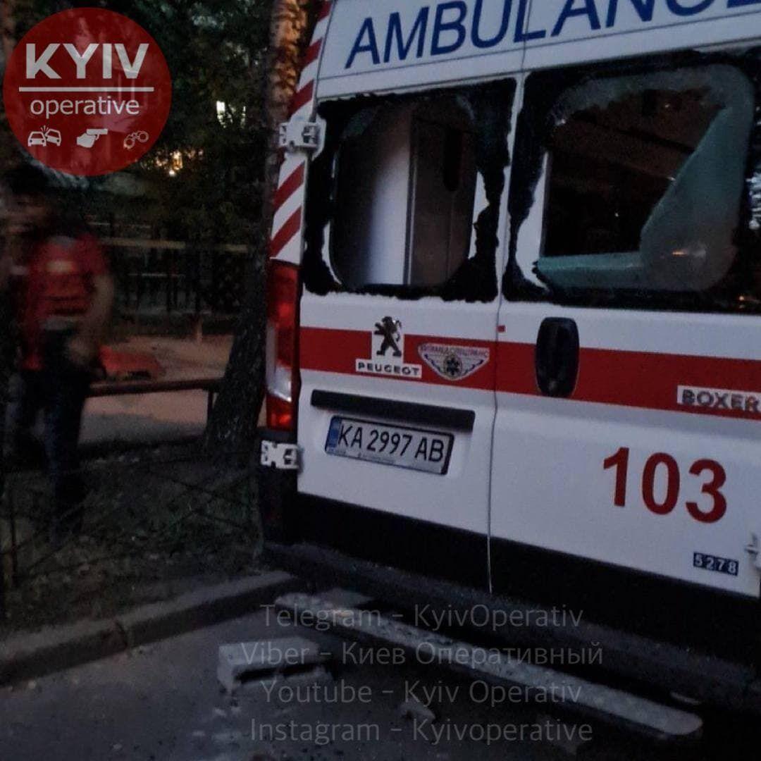 Поврежденная карета скорой помощи