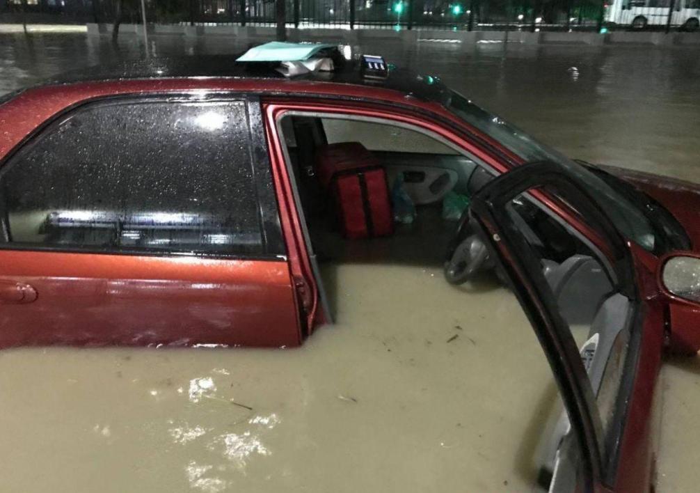 Город Новороссийск погрузился под воду.