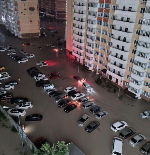 В Новороссийске запустили сирены для информирования жителей о возможной эвакуации.