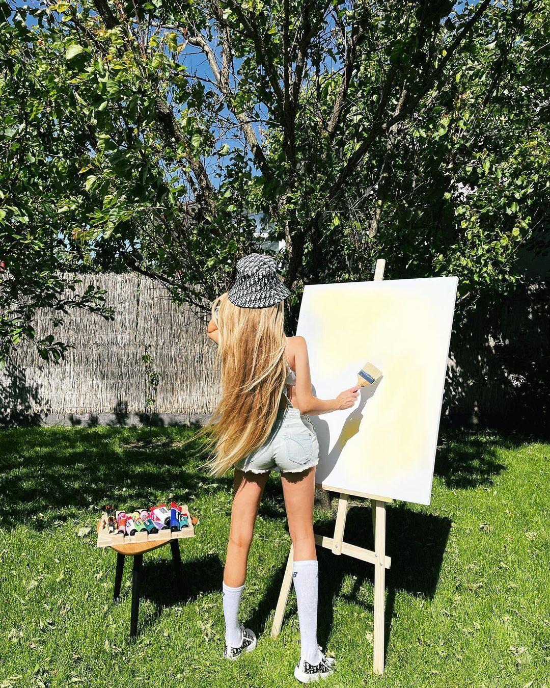 Альвіна Царенко любить малювати