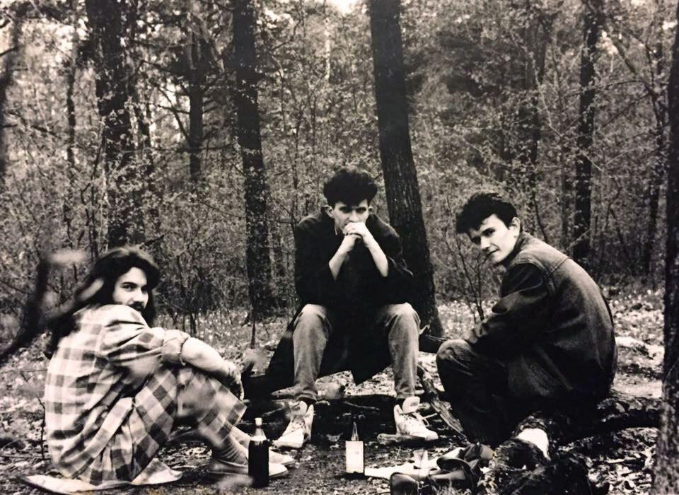 Кузьма Скрябин (в центре фото) с друзьями
