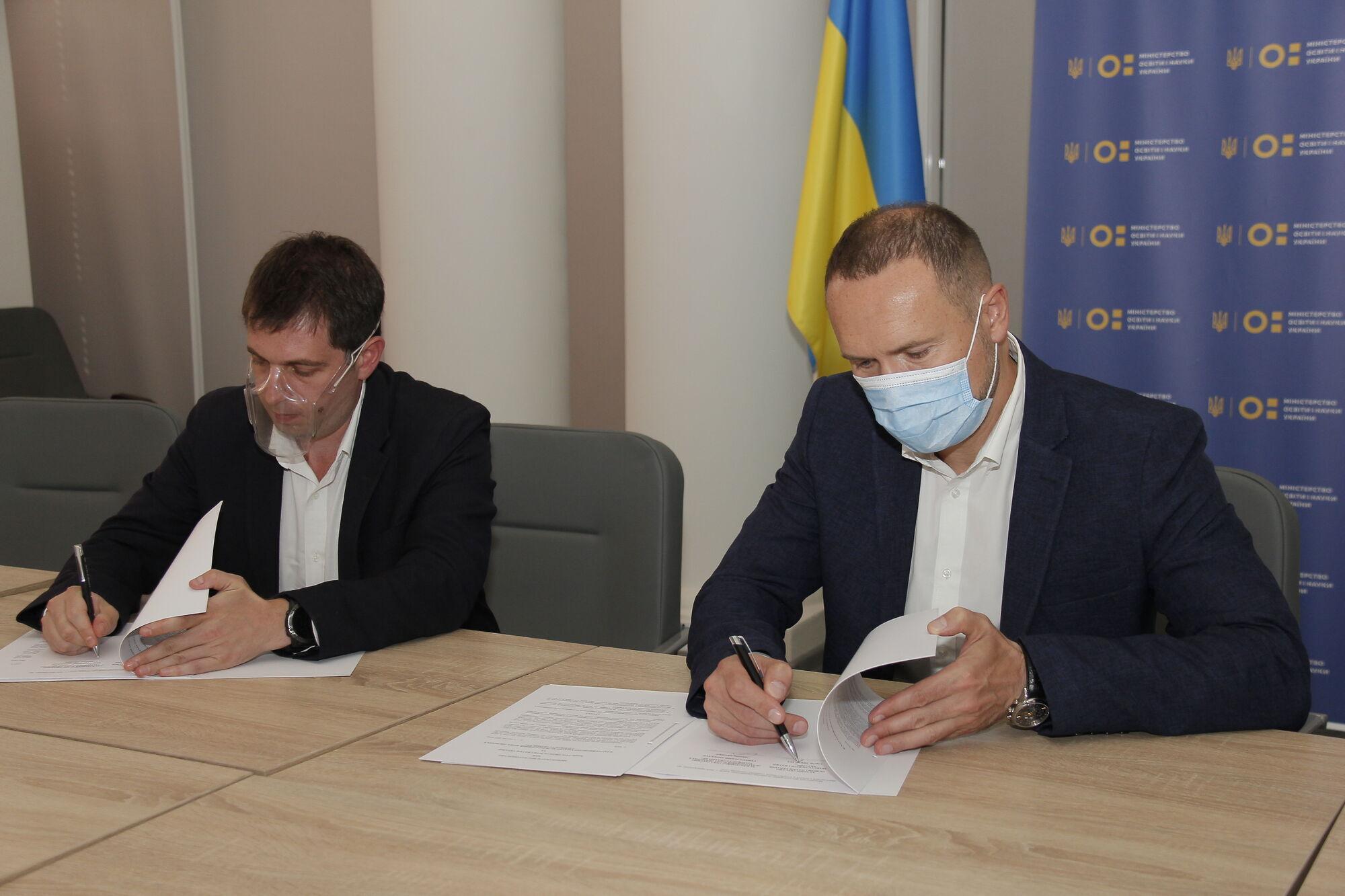 Документ подписали Сергей Шкарлет и Макс Яковер