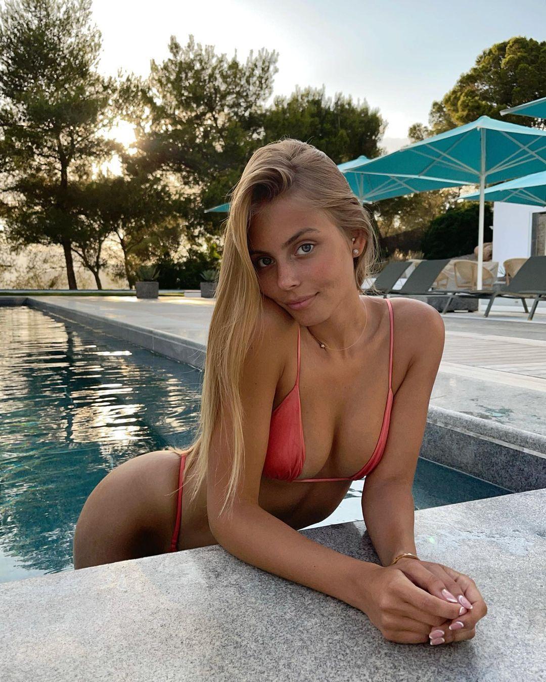 Мишель Герциг вылезла из бассейна