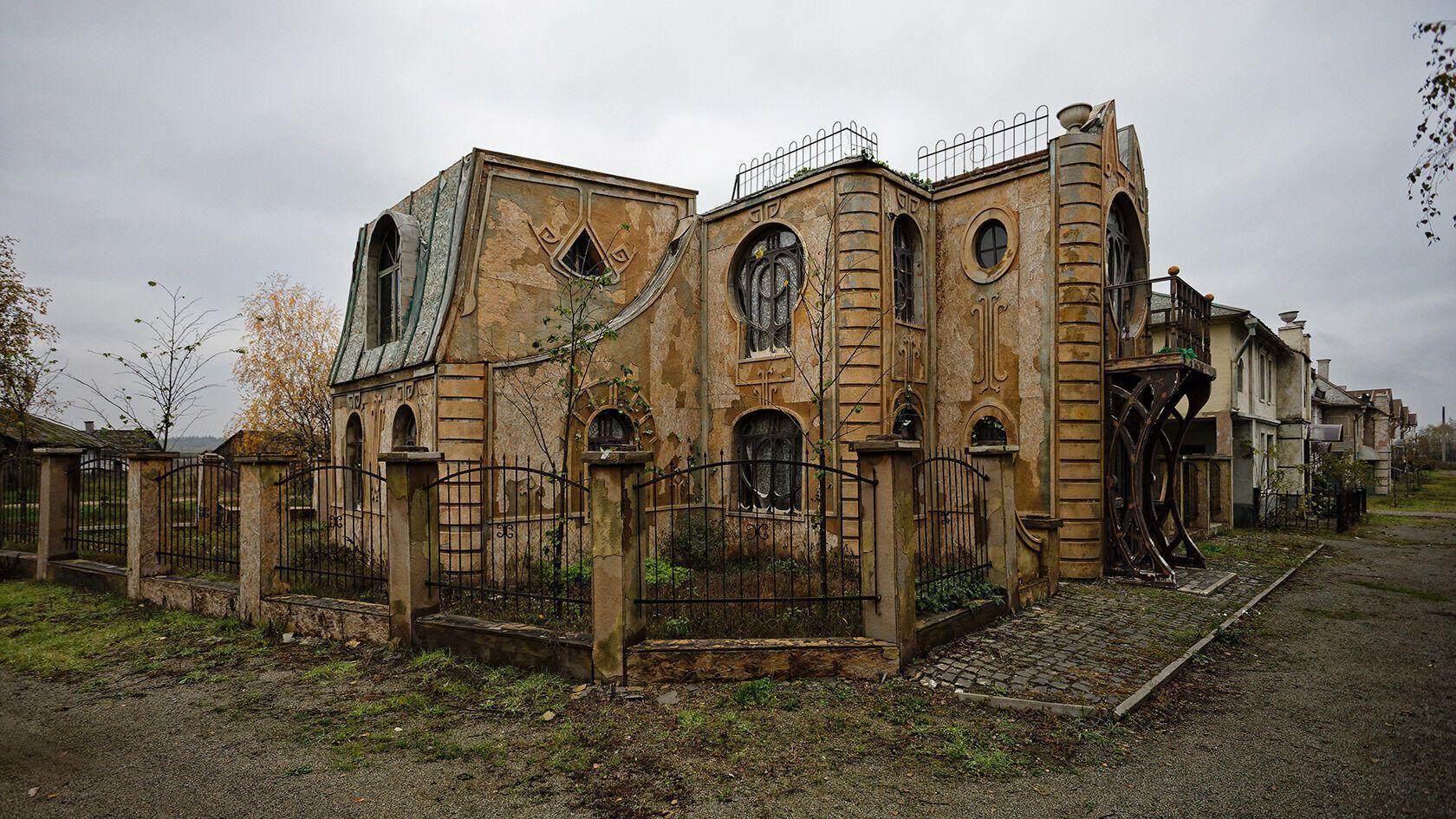 Заброшенная киностудия в селе Нежиловичи.