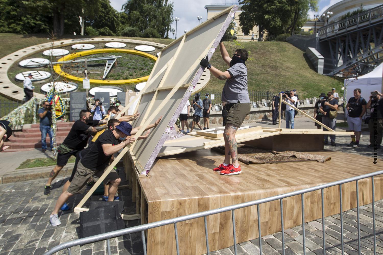 """Кличко считает """"инсталляции"""" пренебрежением к памяти погибших на этом месте патриотов."""