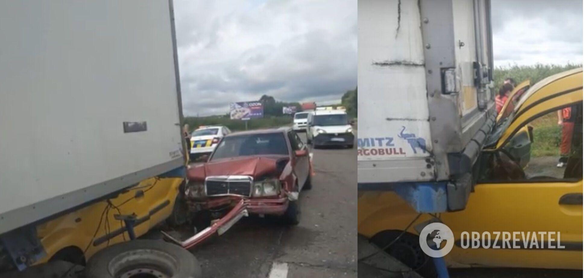 У Renault загинула пенсіонерка, водій травмувався