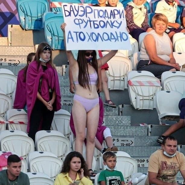 Фанатка в Росії роздяглася на трибунi