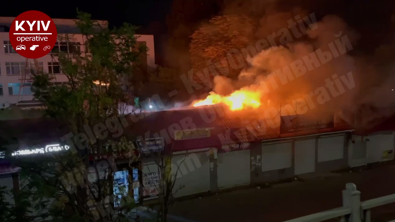 "Пожар возник возле станции метро ""Святошин""."