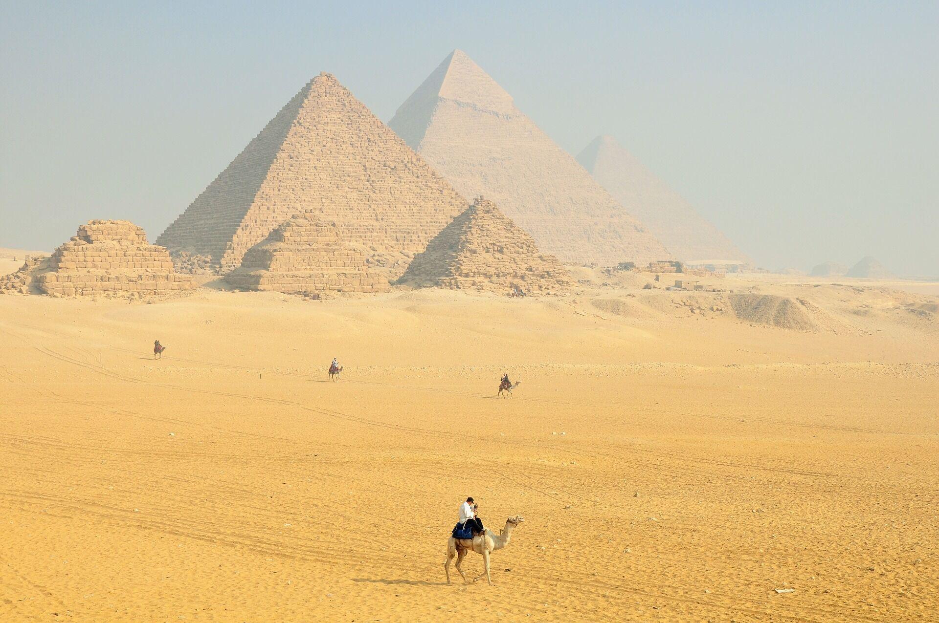 В Египте не так жарко, как в Турции.