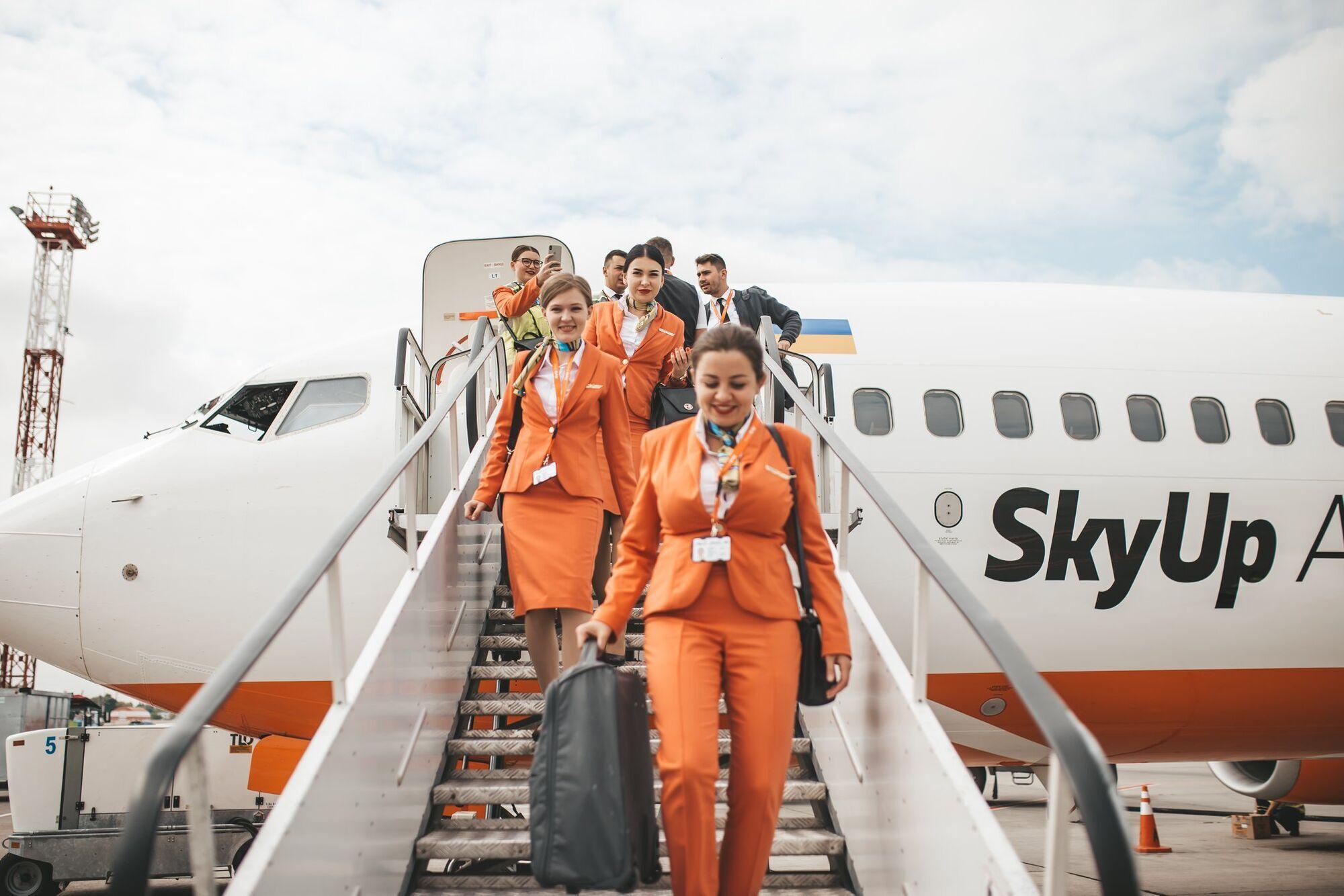 """Кількість годин """"у небі"""" для стюардес обмежена до 900 на рік"""
