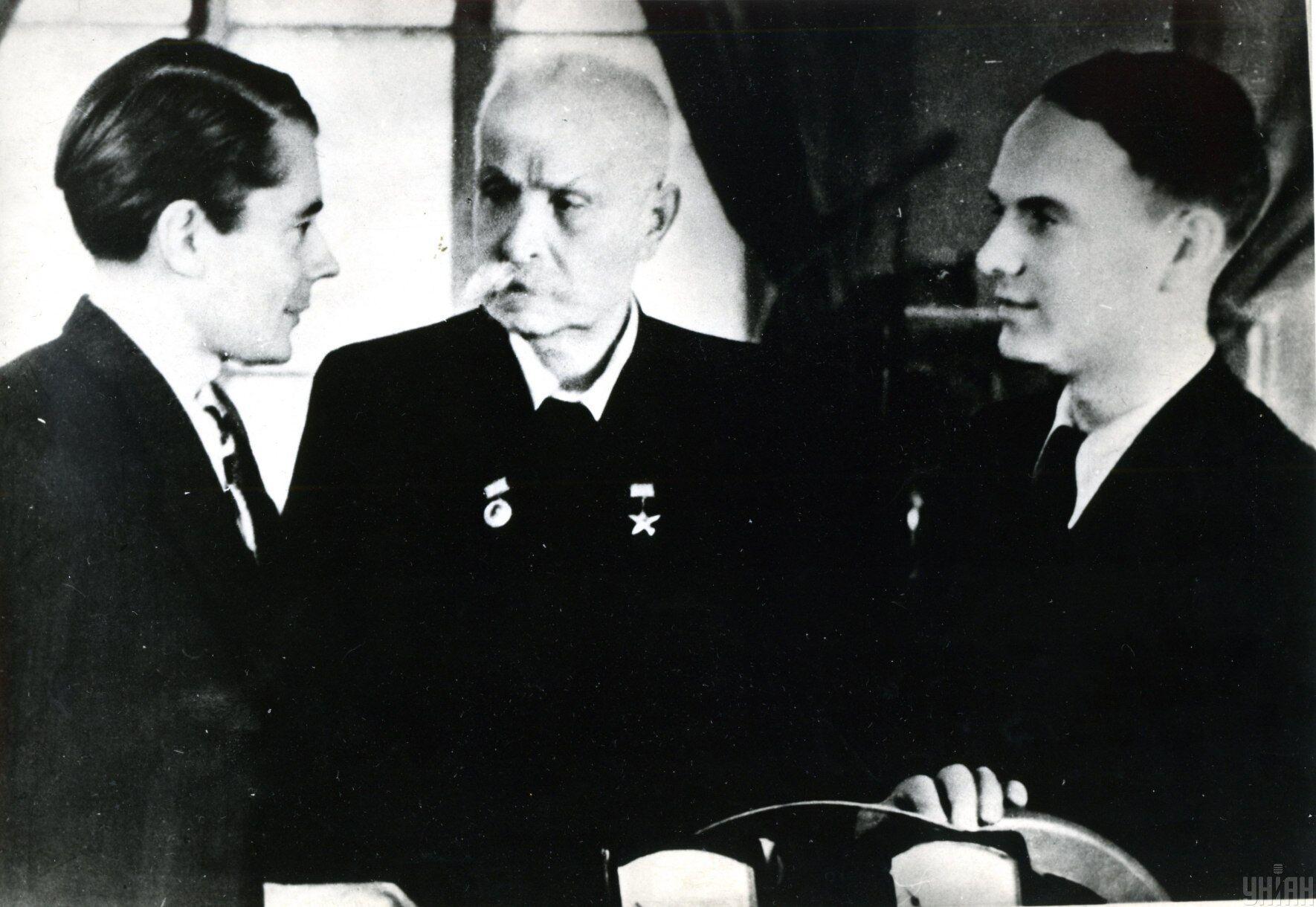 Евгений Патон с сыновьями Владимиром (слева) и Борисом (справа), 1949 год