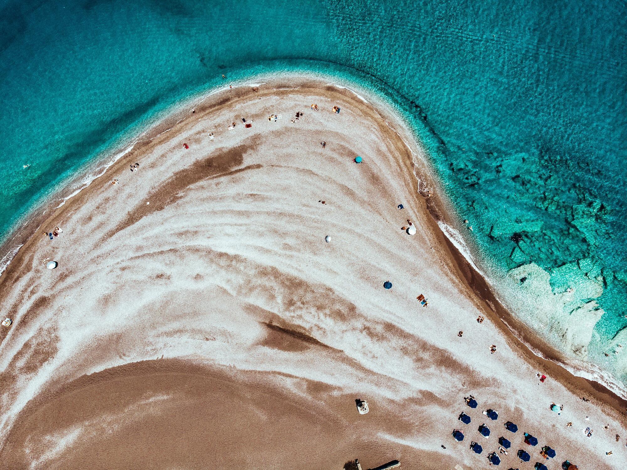 Греческий курорт Родос знаменит чудесными пляжами и молодежной атмосферой