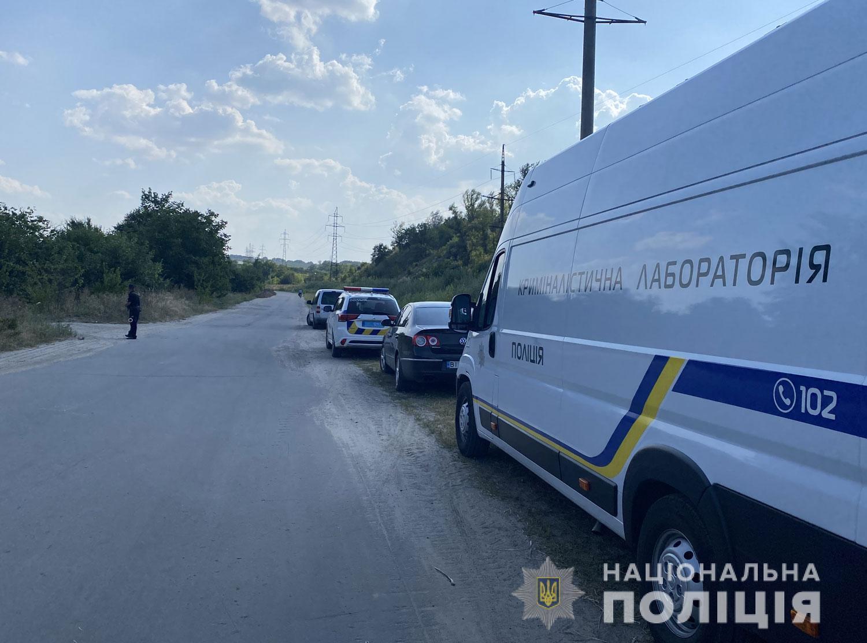Полицейские прибыли на место преступления