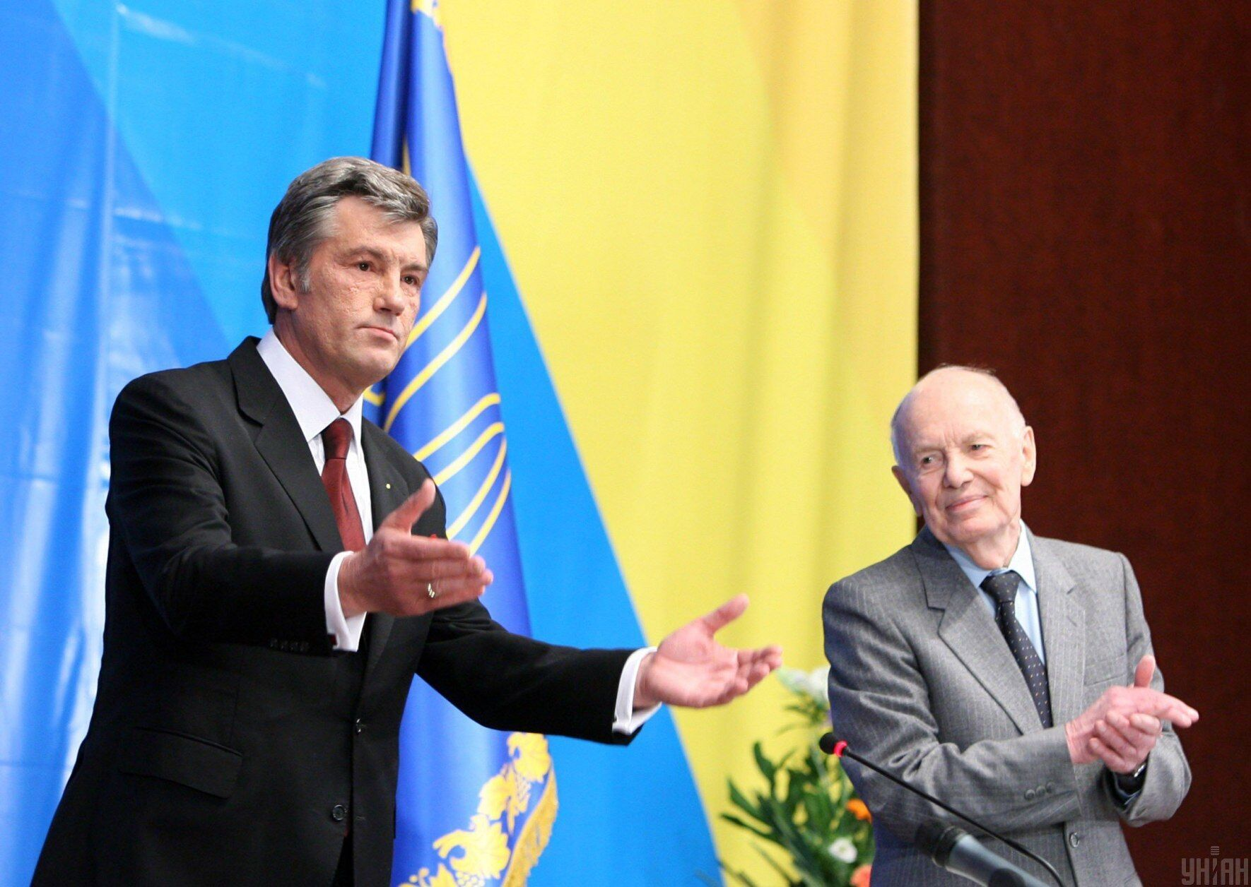 Третий президент Украины Виктор Ющенко и президент НАН Украины Борис Патон открывают Энергетический саммит в Киеве, 2008 год